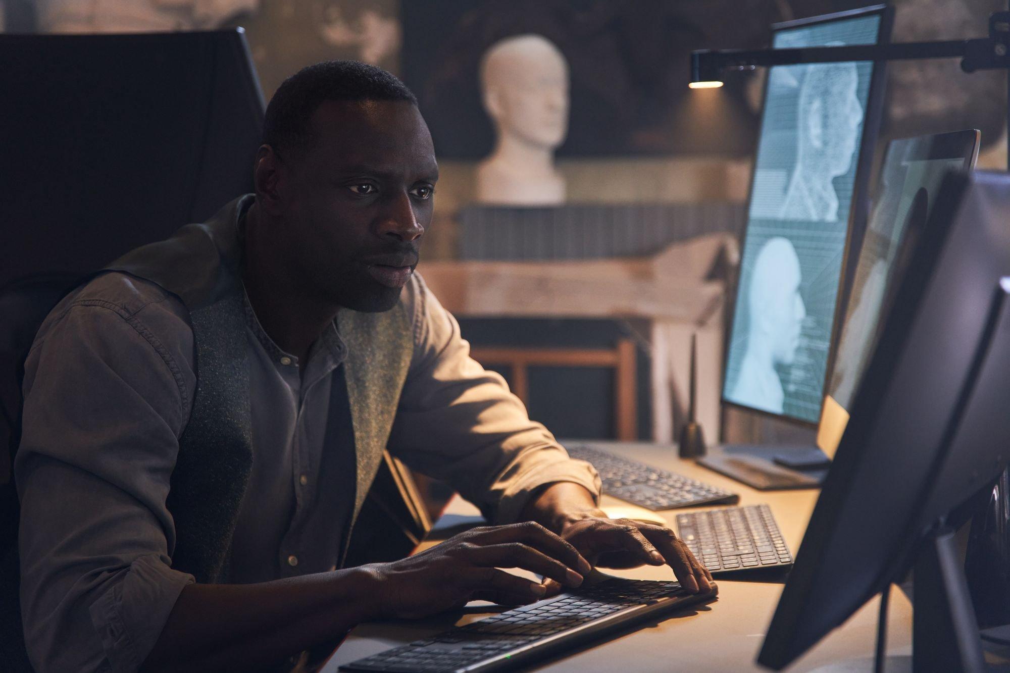 Le personnage de Lupin Omar Sy en photo dans la deuxième partie de la série Netflix